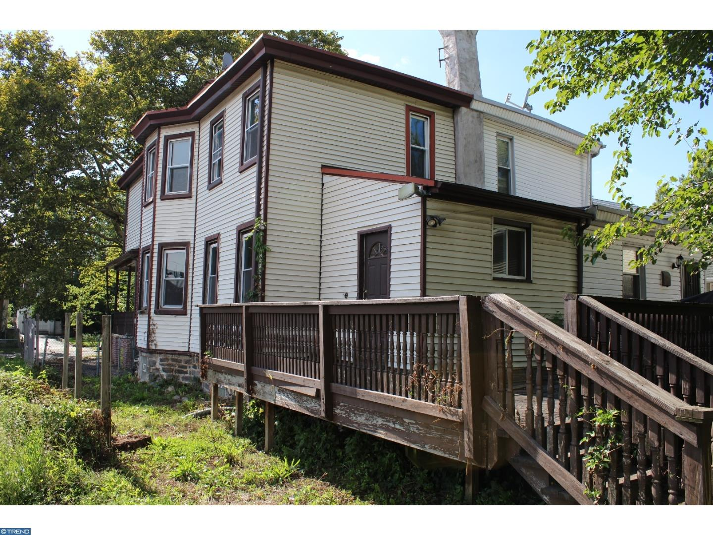 Great Updated Twin With Large Deck Rear Yard Amp Off