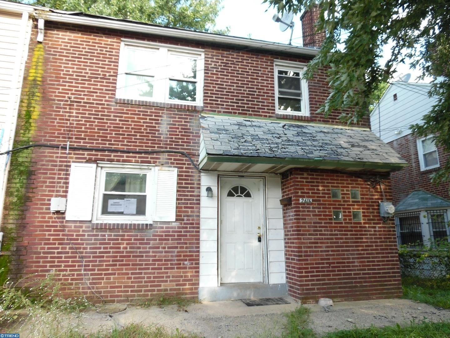 Investor Special Spacious End Unit 3 Br 1 Bath Row On A